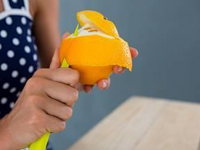 Pomerančové slupky nevyhazujte, radši je využijte v domácnosti.