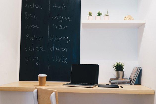 Tabulová barva se uplatní nejen v kuchyni, ale i v obývacím pokoji, pracovně nebo v dětském pokoji.