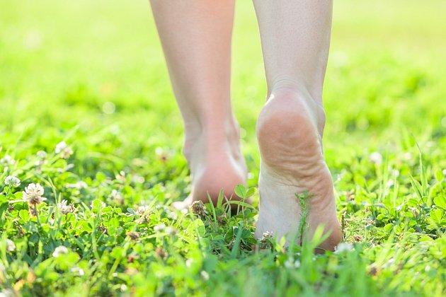 Chůze na boso je zdravá