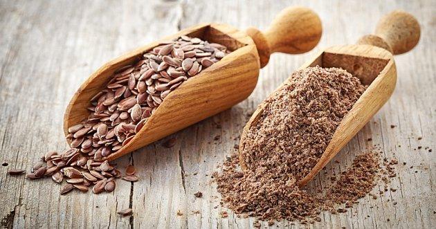 Celá semena před konzumací namočíme. Ještě lepší jsou drcená.