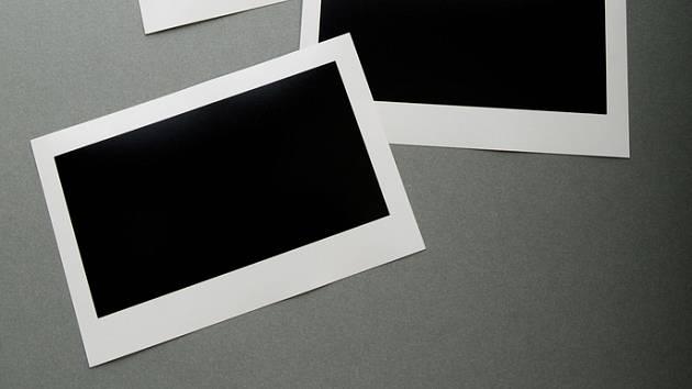 Plexisklo lze využít také jako náhradu skla, například na sklepní okénka.