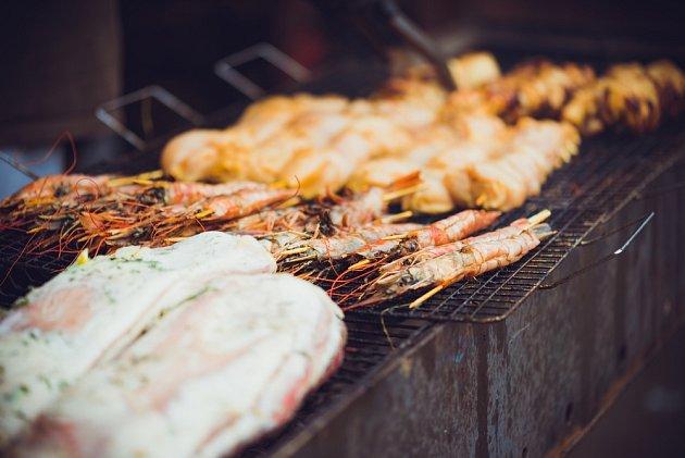 V létě si musíme dát pozor, jak skladujeme potraviny. Například pro grilování...