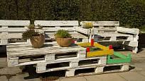 Urban garden - posezení z palet.