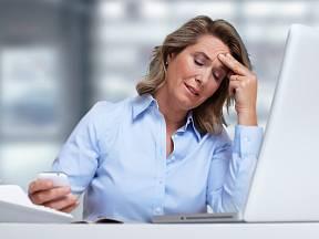 Při nízkém tlaku může docházet k bolestem či motání hlavy.