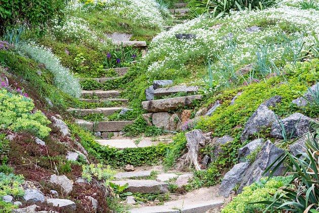 Kamenné schody jsou trvanlivé a působí přirozeně