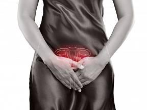 K rizikovým faktorům rakoviny děložního čípku patří nezdravý životní styl v podobě nadměrného užívání alkoholu, cigaret a drog.