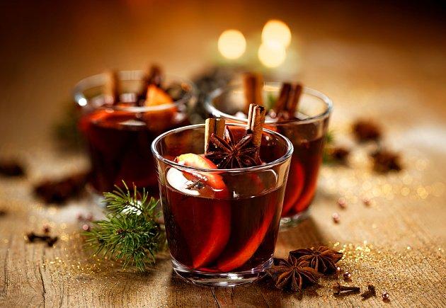 Víno s opečenými pomeranči má silnou chuť.