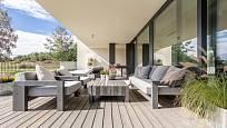 Obytná terasa má být praktická a stylová.