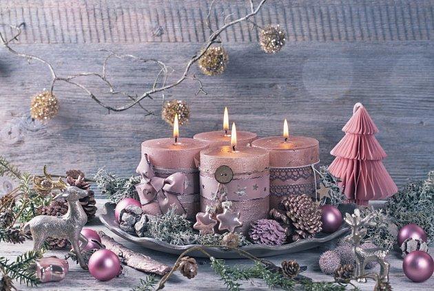 Svíčky doplní ozdoby a korále