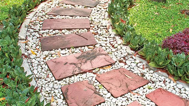 šlapáky z kamenných desek