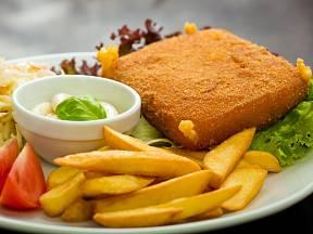 Smažený sýr je klasika českých domácností i hospod.