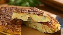 Španělská omeleta s bramborami a cibulí, tortilla de patatas