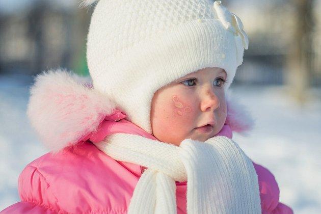 Zvlášť dobře bychom měli před mrazy chránit malé děti.