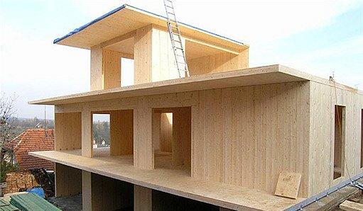 Nosná konstrukce z dřevěných panelů – bude doplněna vnější tepelnou izolací, foto Abete dřevostavby