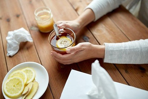 Konzumujte zázvorový čaj dvakrát až třikrát denně. Můžete ho popíjet i za studena.