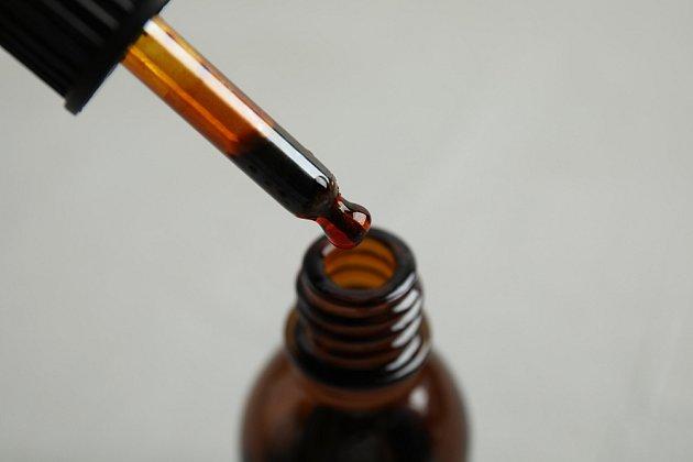 Jód je skvělé antiseptikum, takže skvěle pomáhá v boji proti zákeřným chorobám, které okurky často napadají.