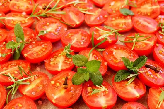 Rajčata připravená na sušení
