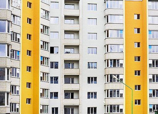 Dnešní panelové domy mají většinou balkóny již zaskleny.