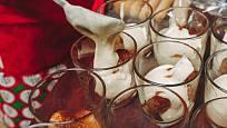 Tiramisu do menších skleniček je výborný dezert na party.
