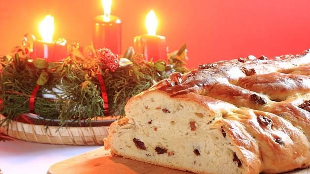 K tradičním symbolům českých Vánoc patří vánočka