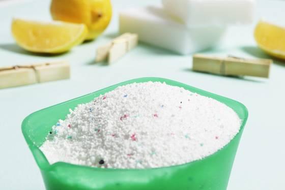Prací prášek doplňte jedlou sodou nebo citrónem