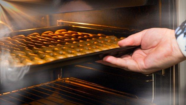 Vanilkové rohlíčky pečeme ve středně vyhřáté troubě.