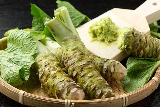 Wasabi nebo japonský křen je silnější než křen selský.