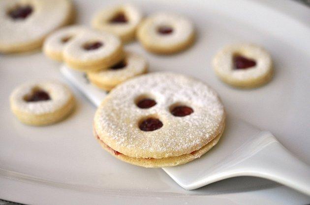 Linzer Augen - tradiční podoba vánočního cukroví.