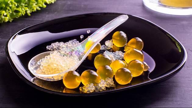 Molekulární kuchyně připomíná pokusy s želatinou.