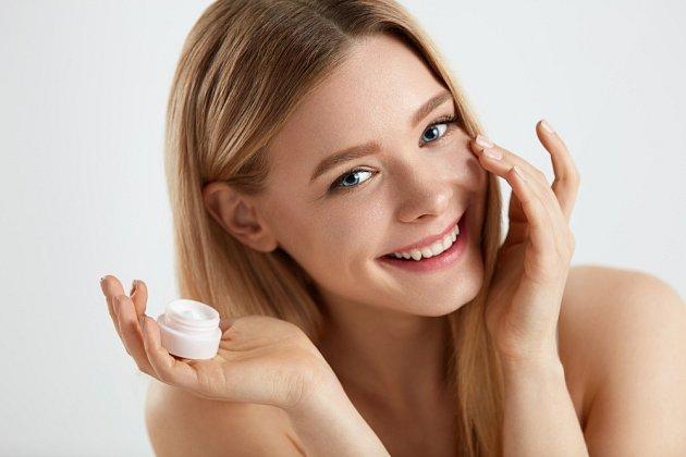 Ani chemické látky, jež naše tělo vstřebává v kosmetických výrobcích, nedělají našim játrům nejlépe
