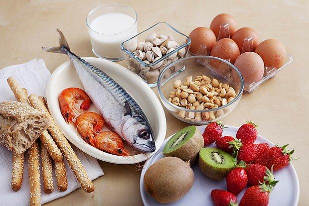 alergie na různé druhy ovoce a zeleniny, na ořechy, ryby a mořské plody