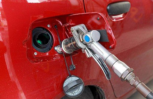 auto stále jezdí jak na LPG tak na benzín