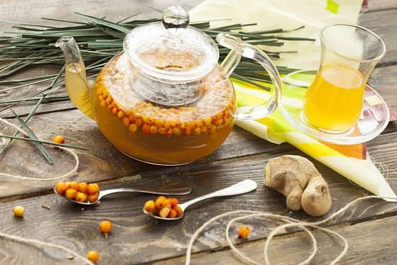 Nálev či macerát připravíte z mraženého i sušeného rakytníku. Přidat můžete citronovou trávu, zázvor...