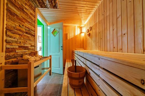 Osvětlení v sauně by mělo být příliš silné.