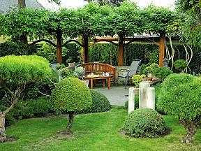 ministromky v zahradě