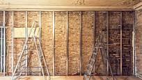 Potřeba odhlučnění aneb nutnost zbavit se vlhkosti v domě nás také přivádějí často k rekonstrukci.
