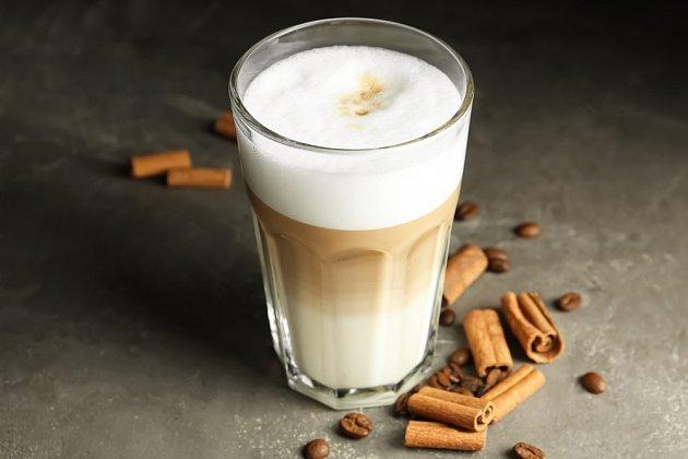 Káva se skořicí