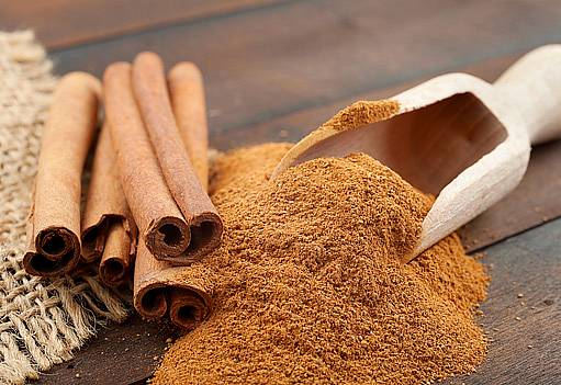 V kuchyni i v péči o zdraví najde uplatnění celá i mletá skořice