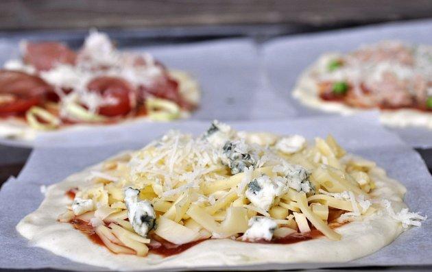 Minipizza: quattro formaggi – mozzarella, ementál, gorgonzola, parmazán
