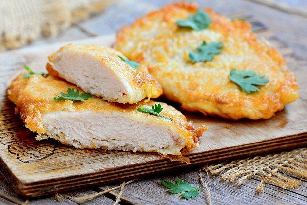 S receptem na dokonalé kuřecí řízky je dobré začít jeden nebo dva dny předem.