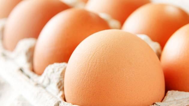 Čerstvá slepičí vejce.
