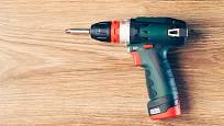 Malý AKU šroubovák pro občasné použití.