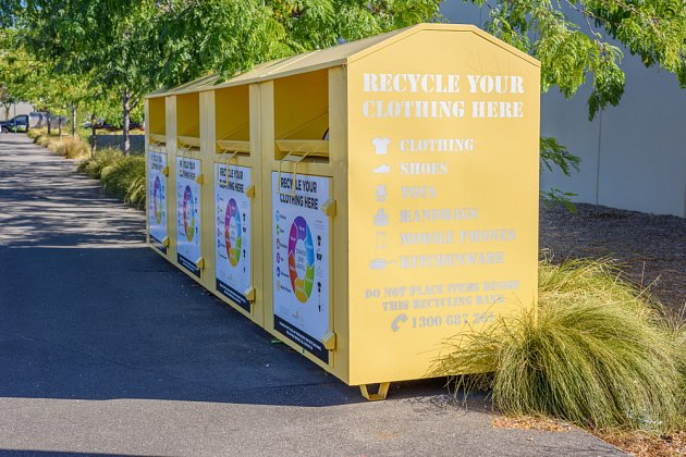 Pokud chcete darovat oblečení přes kontejner na charitu, přesvědčete se, že jde o tu správnou sběrnou nádobu.