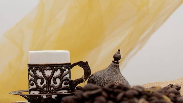 Turci kávu milují - pijí ji silnou a sladkou.
