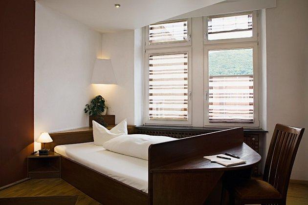 Římské rolety, které poskytují vysokou dekoraci na okna.