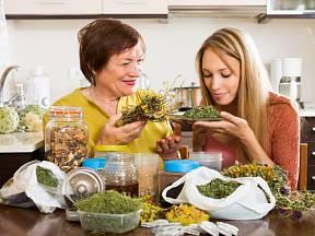 Pokud se rozhodneme užívat bylinky, měli bychom znát i jejich možné vedlejší účinky.