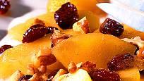 Flambovaný jablečný salát s ořechy