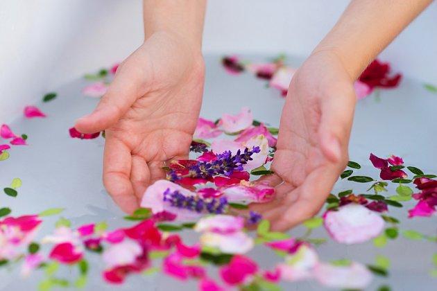 Koupel můžet epřipravit ze sušených i čerstvých bylinek a květů
