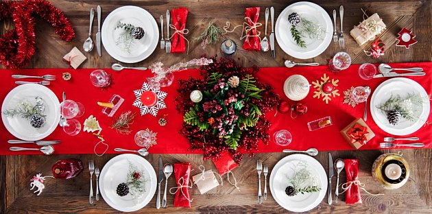 Červená barva má o Vánocích nejsilnější symbolický vliv.