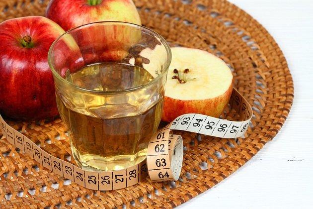 Ocet, a to nejen jablečný, má lehké účinky na úbytek hmotnosti